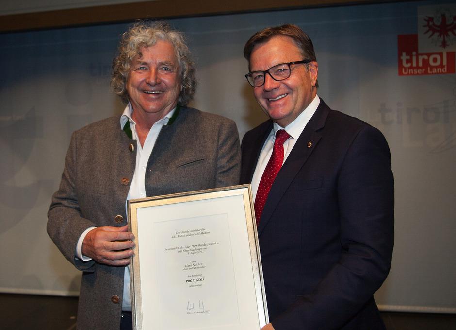 LH Günther Platter (r.) gratuliert Hans Salcher zum Titel.