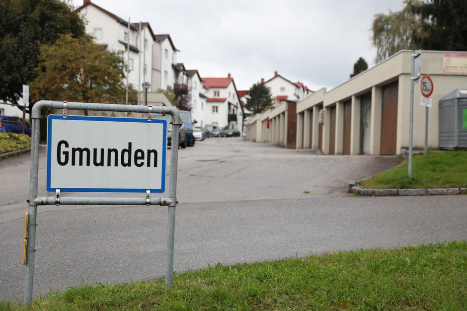 Die Frau wurde auf offener Straße in Gmunden attackiert - offenbar von ihrem Ex-Mann.