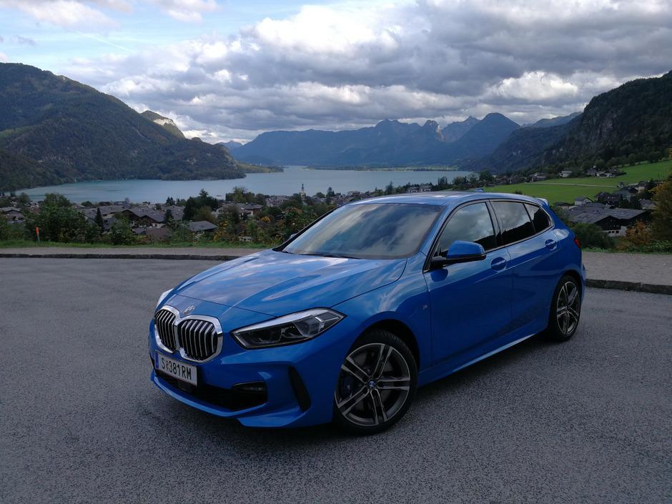 Am Wolfgangsee posiert die dritte 1er-Generation von BMW, erstmals mit Vorderradantrieb bestückt.