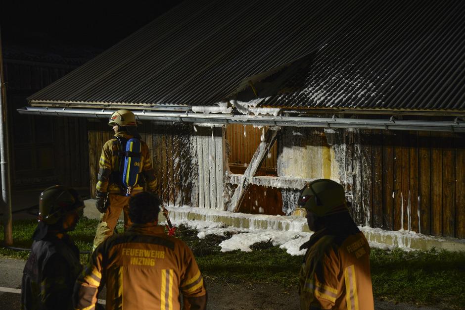 Der Beschuldigte wird jetzt auch für den Brand eines Pferdestalls in Inzing am 21. August des Vorjahres verantwortlich gemacht.