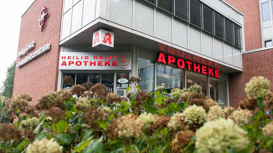 Frühestens in der nächsten Woche will das Kölner Verwaltungsgericht entscheiden, ob die betroffenen Apotheken wieder geöffnet werden.