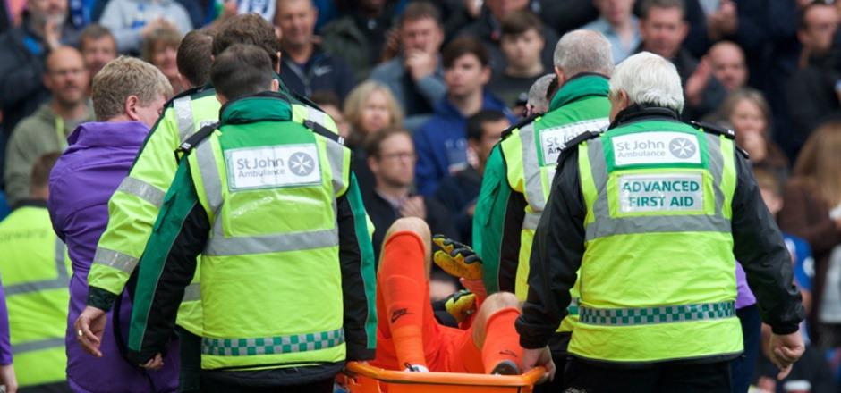Lloris musste bereits nach wenigen Minuten schwer verletzt abtransportiert werden.