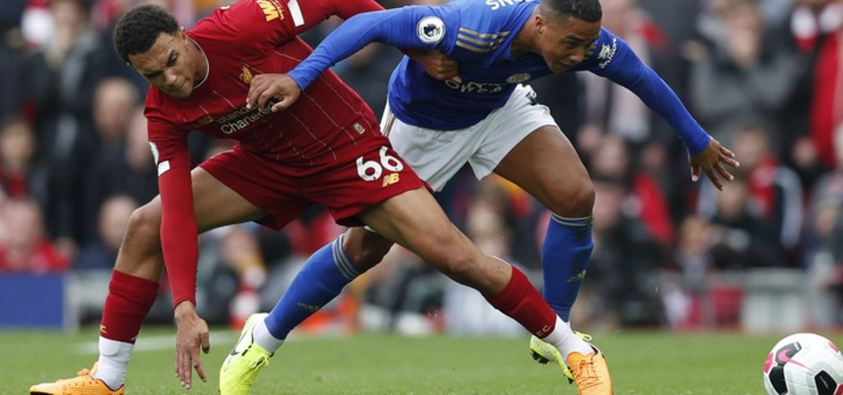 Liverpool und Trent Alexander-Arnold setzten sich gegen Youri Tielemans (Leicester) knapp durch.