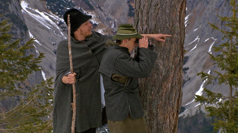 Im Vomper Loch hatten sich in den letzten zwei Kriegsjahren bis zu 30 junge Männer versteckt, die sich weigerten, in den Krieg zu ziehen. 2015 hat der ORF Tirol dazu ein Österreich-Bild gestaltet.