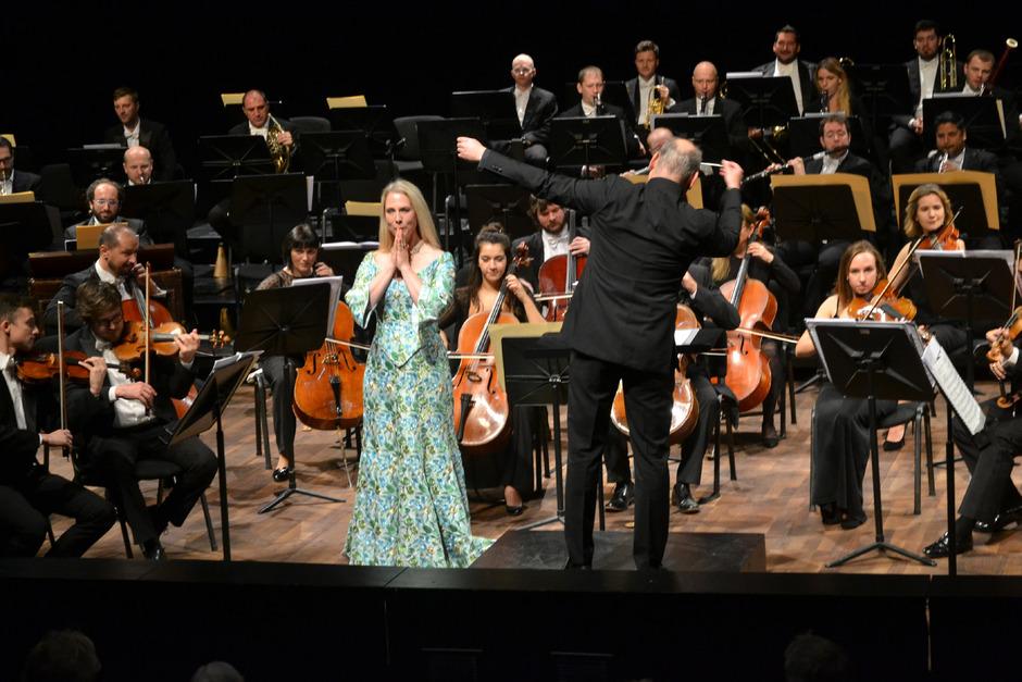 Anna Gabler und Dirigent Lothar Koenigs waren die Stars der Sonntagsmatinee.