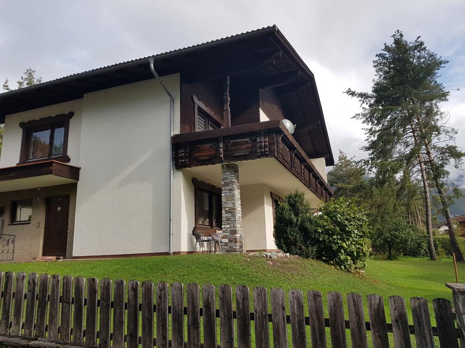 BM Klaus Stocker und Martin Weber waren sich anfänglich uneins darüber, wie ein Bauträger ein Haus plus Grund verwerten darf.
