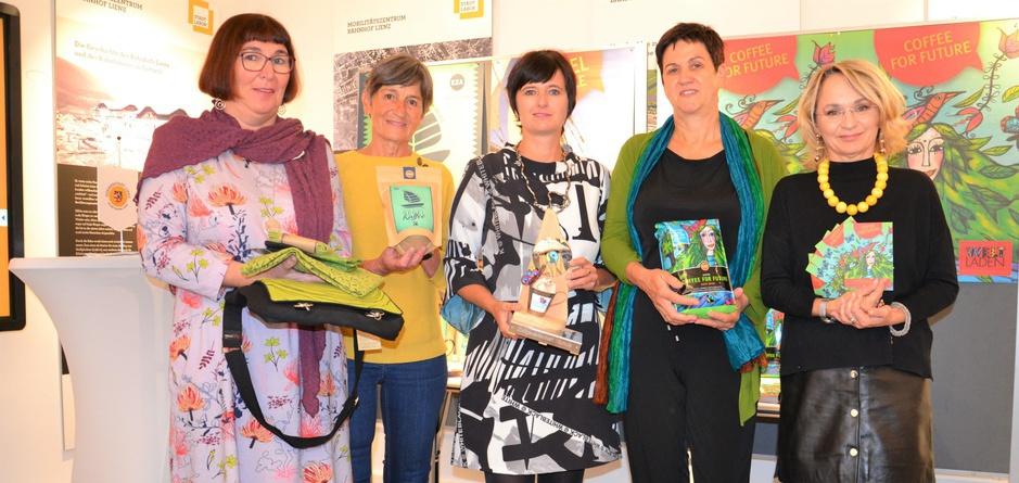 Gemeinsame Bemühungen um gerechteres Wirtschaften: Andrea Pribil und Maria Kraler vom Verein Trikont-Weltladen, Gabi Schwab, Direktorin der Fairtrade-Schule NMS Egger-Lienz, die Lienzer Umweltausschuss-Obfrau Gerlinde Kieberl und Elisabeth Blanik (v.l.).