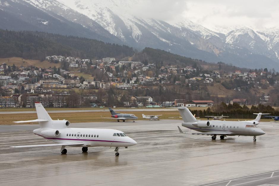 Flüge von Innsbruck nach Frankfurt fielen Sonntag und Montag wegen eines technischen Defekts aus.