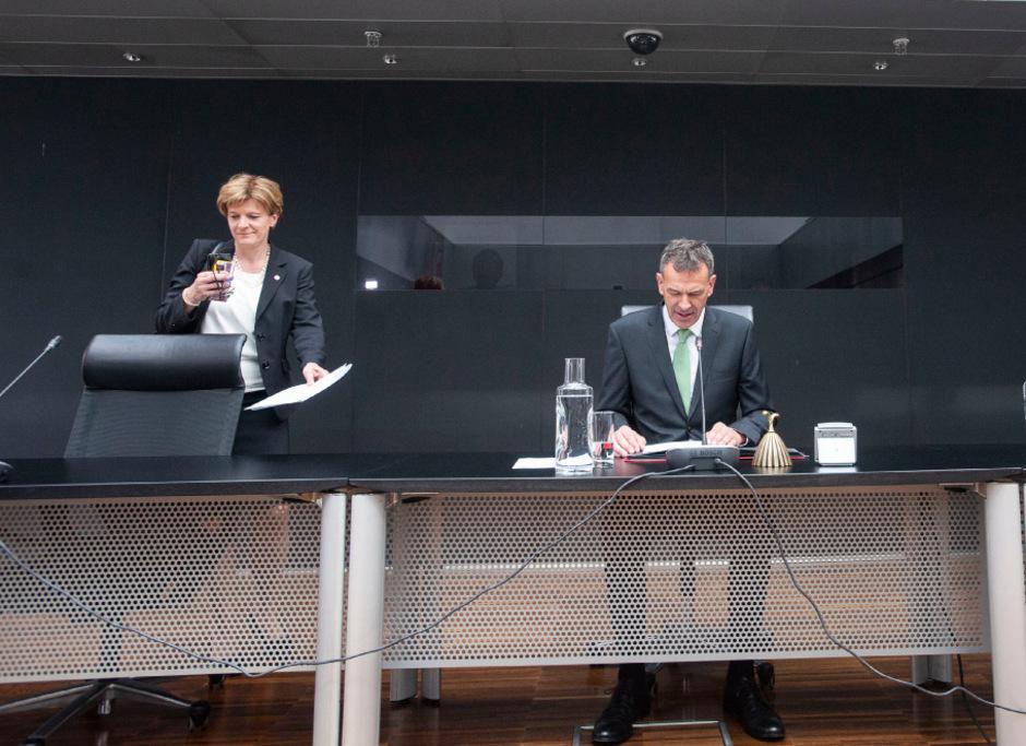 Muss Innsbrucks Vizebürgermeisterin Christine Oppitz-Plörer ihren Sessel räumen? Bürgermeister Willi empfiehlt offenbar eine Abwahl.