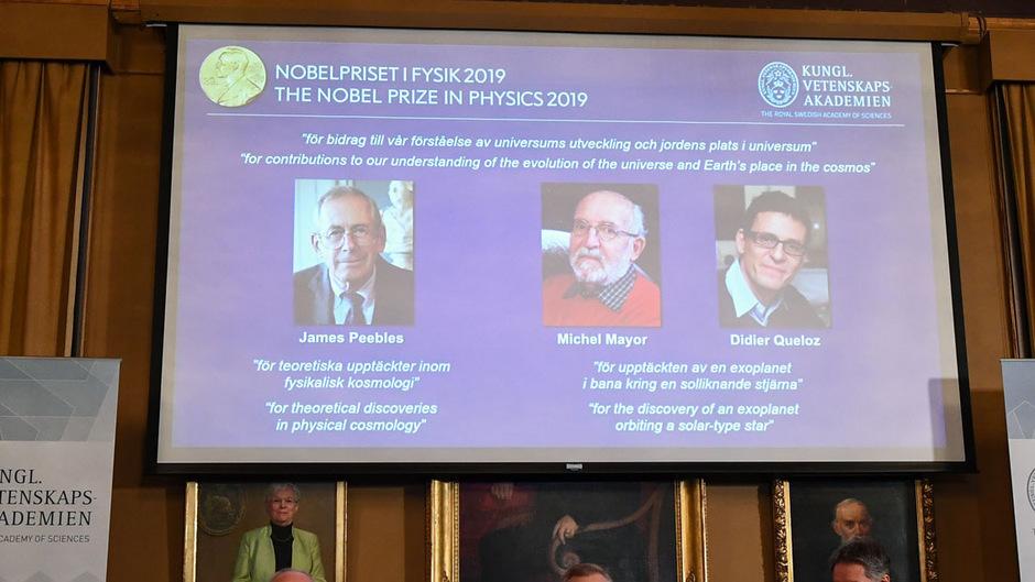 Die Nobelpreisträger in Physik: James Peebles, Michel Mayor und Didier Queloz (v.l.)