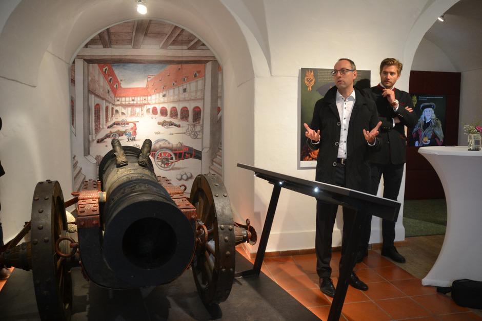 FH-Rektor Mario Döller (l.) und Festungschef Emanuela Präauer stellten die neuen Ausstellungshöhepunkte vor.