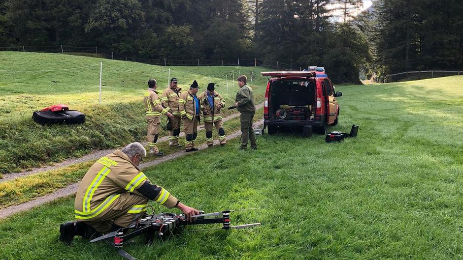 Der Sucheinsatz läuft mit Hilfe einer Feuerwehrdrohne.