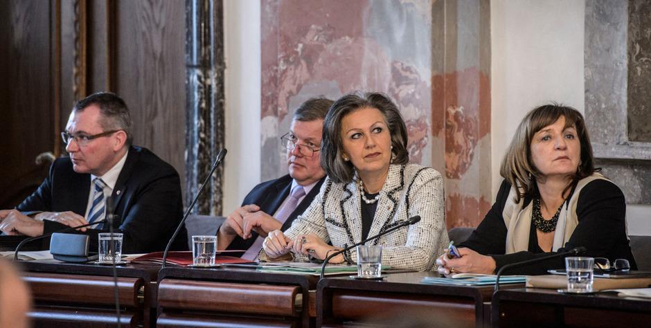 Tilg und Zoller-Frischauf könnten im Frühjahr ausgetauscht werden, Palfrader sitzt trotz interner Kritik nach wie vor fest im Sattel
