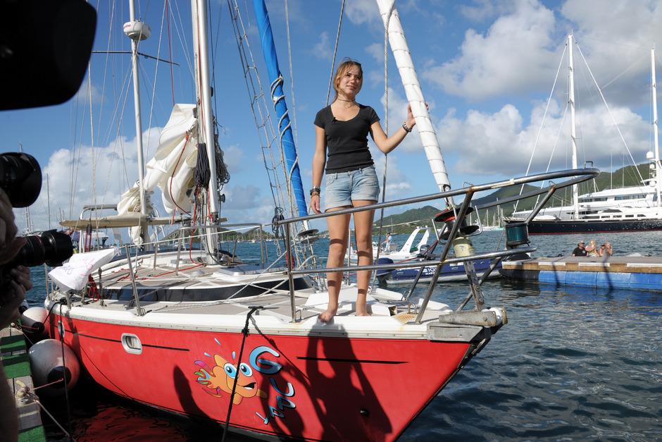 """Laura Dekker segelt für ihr Leben gern. Mit ihrem Schiff """"Guppy"""" schaffte sie es solo um die Welt."""