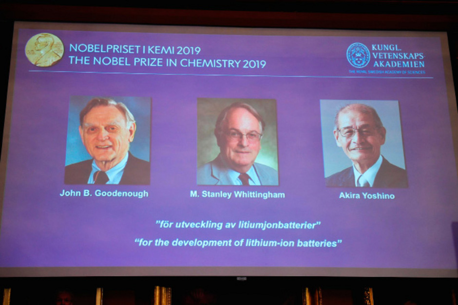 John Goodenough, der älteste Nobelpreisträger überhaupt, Stanley Whittingham und Akira Yoshino werden für die Entwicklung von Lithium-Ionen-Batterien ausgezeichnet.