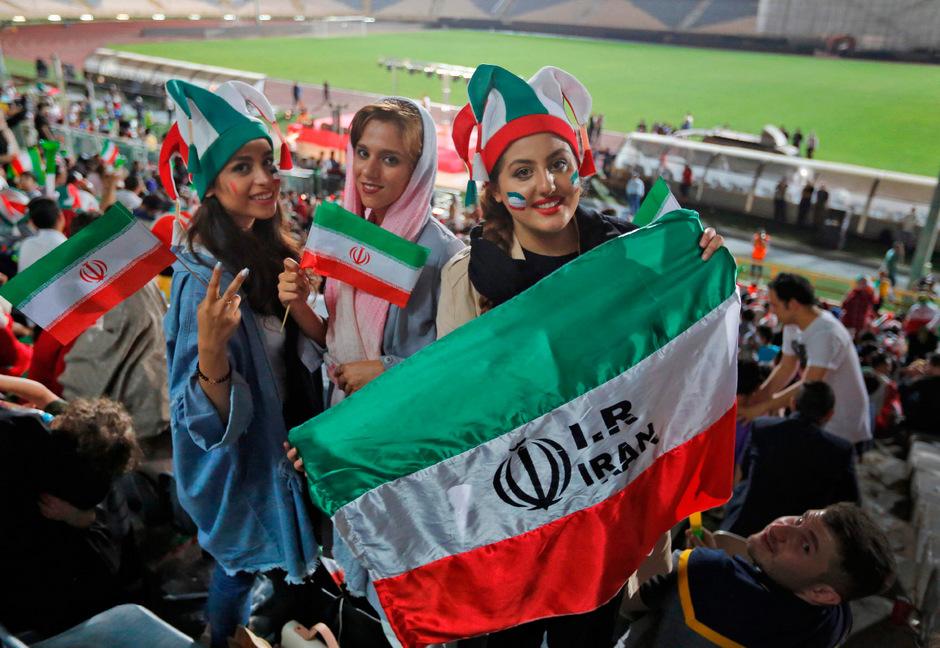 Gegen Kambodscha dürfen auch Frauen in Teheran ins Stadion.