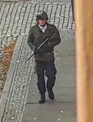 Der mutaßliche Terrorist auf einem Video-Screenshot des ATV-Studios Halle.