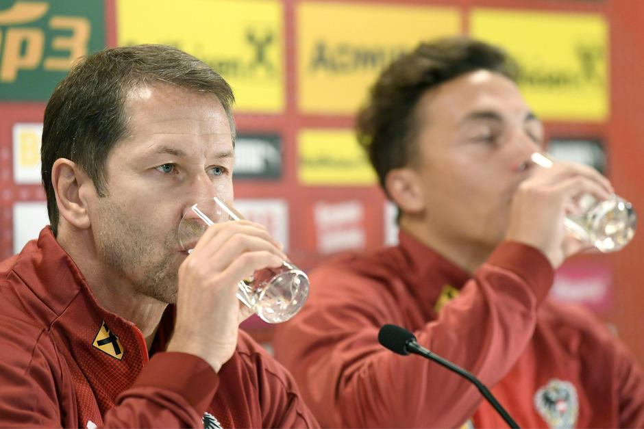 Abwarten und Wassertrinken: ÖFB-Teamchef Franco Foda und Kapitän Julian Baumgartlinger gehen gelassen ins EM-Quali-Finale.