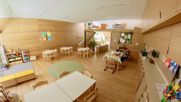 Das Foto zeigt einen der Gruppenräume für die Kinder.