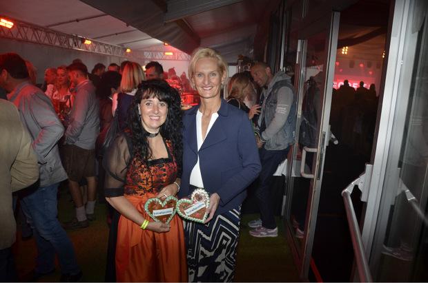 MOHO-Vorstand Silvia Lieb mit Carmen Petz (l.).