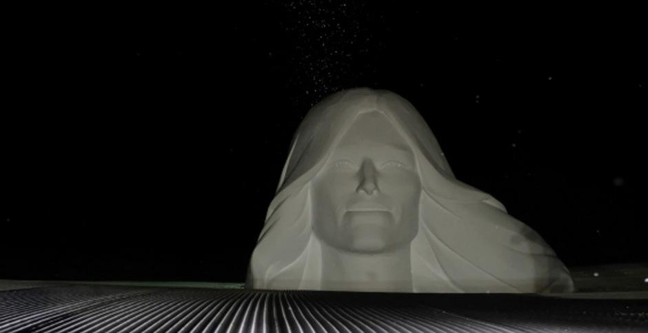 """Beim alljährlich stattfindenden Schneeskulpturen-Wettbewerb """"Formen in Weiß"""" werden Künstler aus der ganzen Welt dazu aufgerufen, Ischgl in eine eindrucksvolle Open-Air-Galerie aus Schnee zu verwandeln."""
