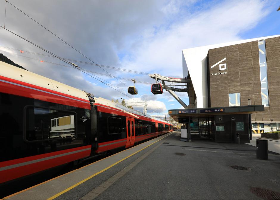 Von der Schiene in die Seilbahn: Dieses Konzept verfolgt die norwegische Stadt Voss. Von Bergen nach Voss kommt man jetzt in 30 Minuten statt in zwei Stunden.