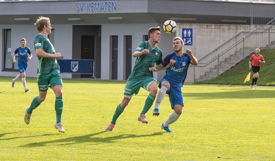 Die beiden Treffer von Max Plattner (r.) waren zu wenig, am Ende feierte Kirchbichls Manuel Treichl einen 4:2-Erfolg.