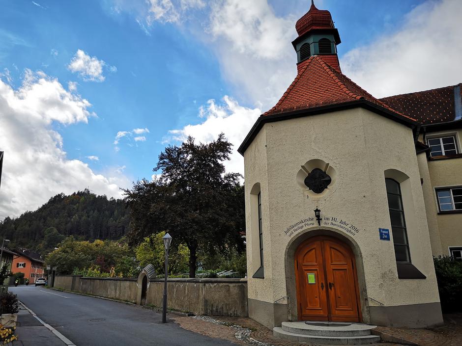 Die Flächen westlich des ehemaligen Kapuzinerklosters in Perjen gehören zehn Gemeinden. Eine Nachnutzung steht in den Sternen.