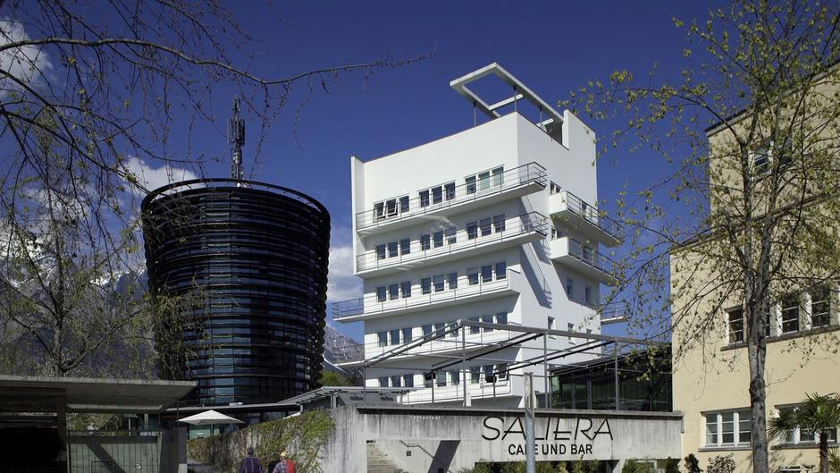 1930–32 von Lois Welzenbacher erbaut: das Kurhotel Seeber (heute Parkhotel) in Hall.