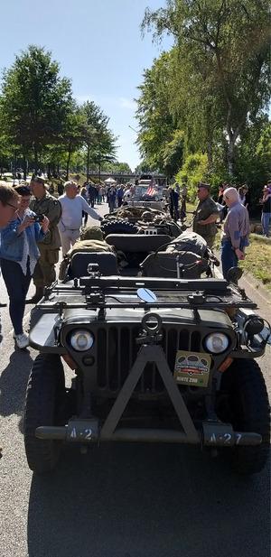 """Der """"Willys MB"""" von Marcus Autherith war Teil eines gewaltigen historischen Fahrzeugkonvois."""