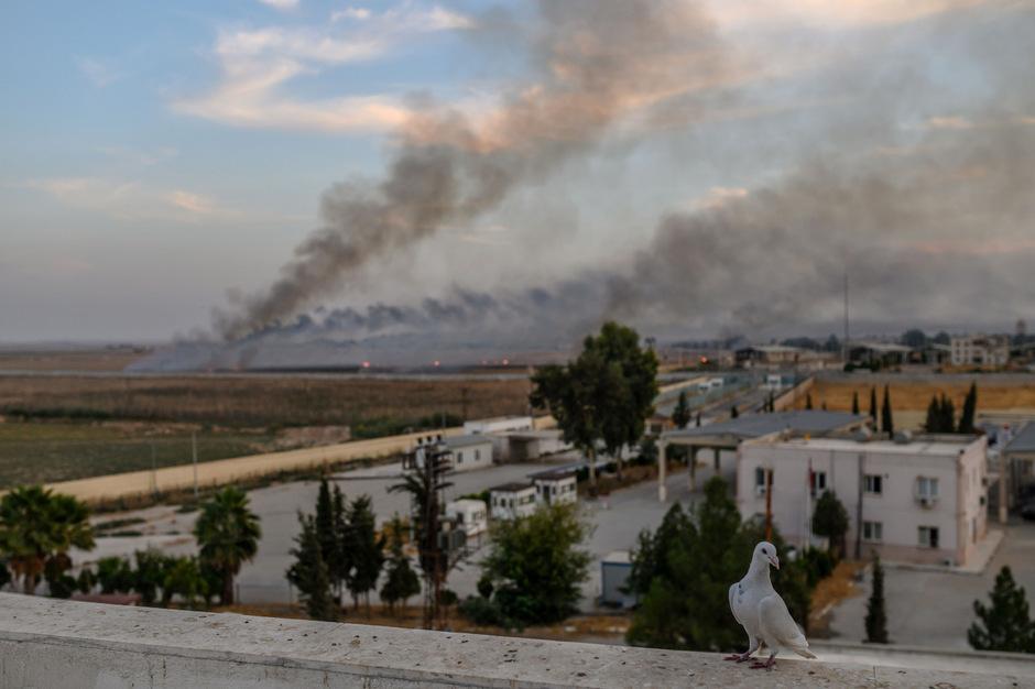 Die Türkei will ihren Vormarsch in den Nordosten Syriens nach eigenen Angaben nicht über eine Zone von 30 Kilometern hinaus vorantreiben.