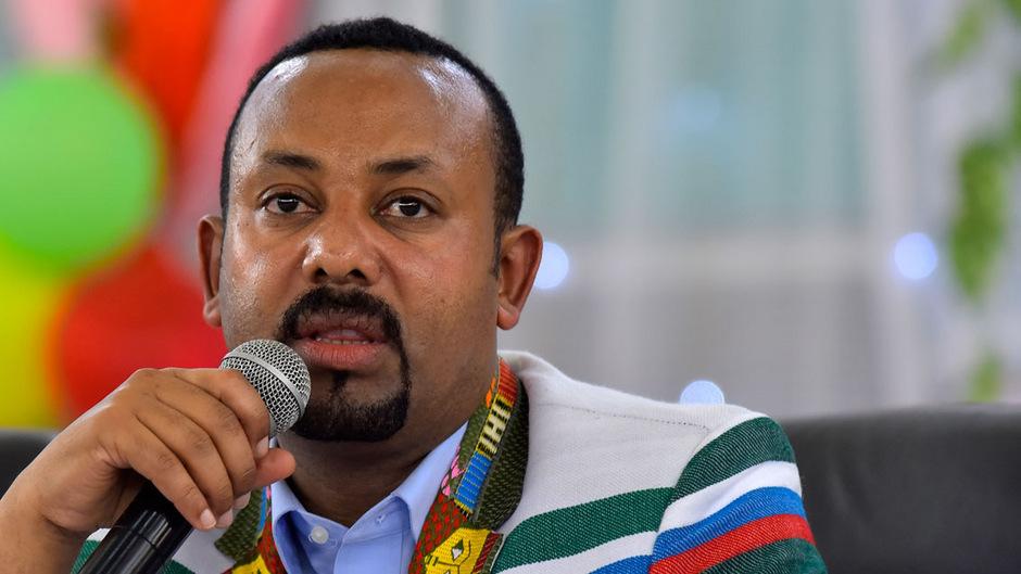Der äthiopische Ministerpräsident Abiy Ahmed erhält in diesem Jahr den Friedensnobelpreis. Er wird vor allem für seine Initiative zur Lösung des Grenzkonflikts mit dem äthiopischen Nachbarland Eritrea ausgezeichnet.