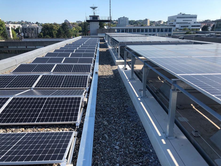 100 Millionen Euro will die Bundesimmobiliengesellschaft in den nächsten Jahren in Photovoltaikanlagen wie diese investieren.