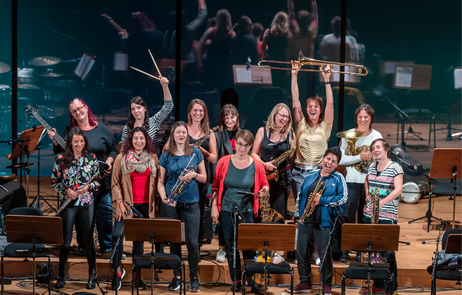 Team: Dreizehn Frauen bilden das Orchester.