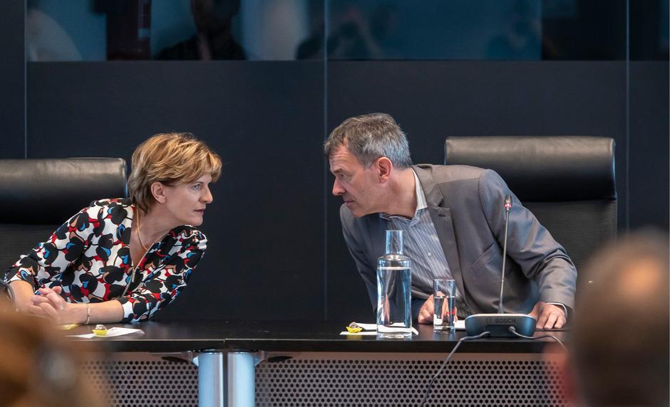 Das Tischtuch zwischen Neo-Stadträtin Christine Oppitz-Plörer und BM Georg Willi scheint noch nicht ganz zerschnitten. Doch wie die Koalition künftig ihrer Arbeit nachgehen soll, ist eine von vielen offenen Fragen.