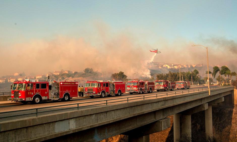Mehr als 1000 Feuerwehrleute kämpfen gegen die Buschfeuer.