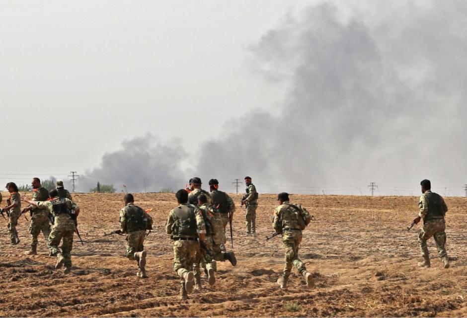 Die türkische Offensive, die seit Mittwochnachmittag läuft, richtet sich gegen die kurdische YPG-Miliz, die auf syrischer Seite der Grenze ein großes Gebiet kontrolliert