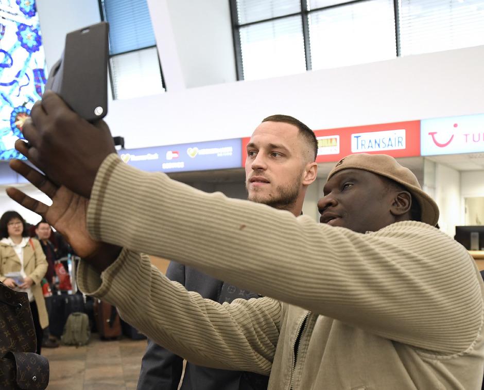 Fit für ein Selfie am Flughafen, ob es aber für einen Einsatz in der EM-Quali für Marko Arnautovic reicht, ist unklar.