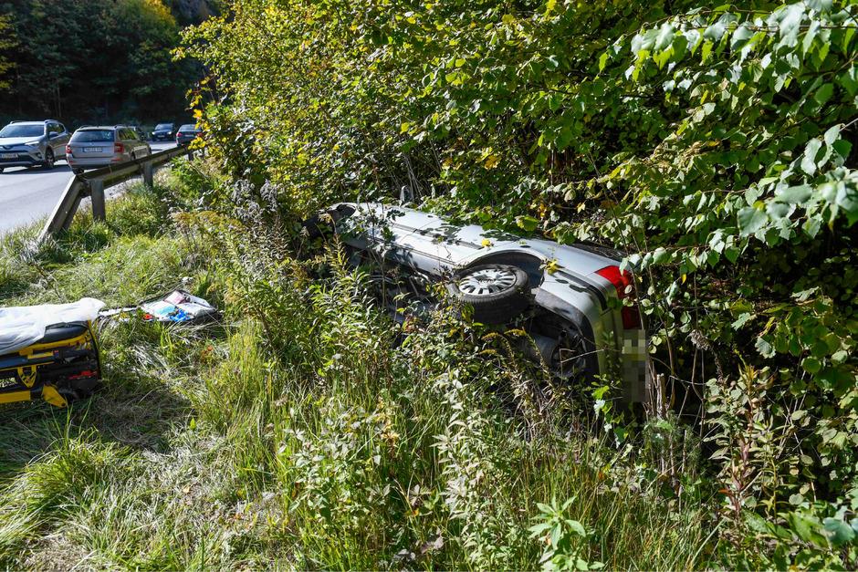 Die Lenkerin konnte sich noch selber aus dem Fahrzeug befreien.