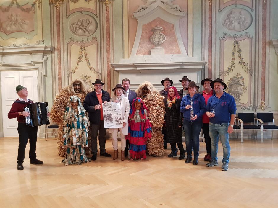 Am 7. Oktober war eine Abordnung der Sautnar Maschgarar zu Gast bei LR Beate Palfrader im Parissaal.