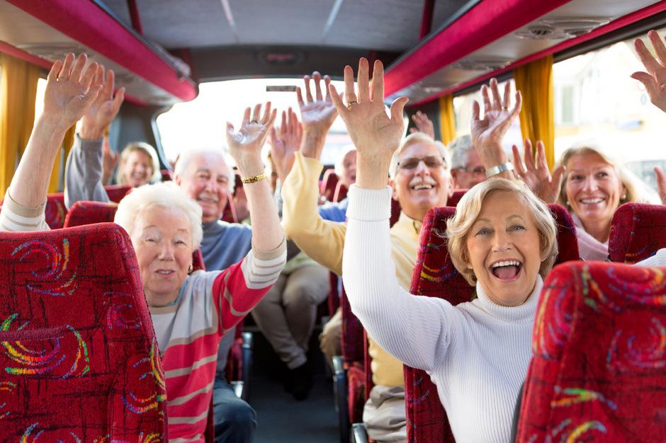 Hoch die Hände, für immer Wochenende. Senioren haben Zeit und sind viel rüstiger als ihre Vorgänger. Das macht sie vom Kosmetikhersteller bis hin zum Reiseveranstalter und für die Politik interessant.