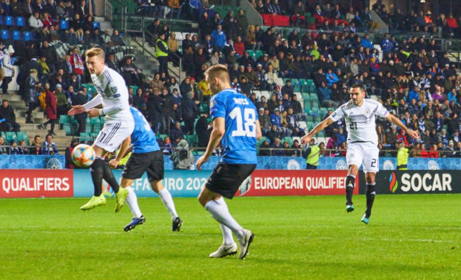 Ilkay Gündogan (r.) avancierte mit zwei Treffern zum deutschen Matchwinner in Estland.