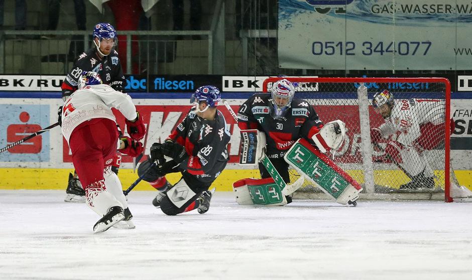 Die HCI-Defensive stemmte sich vergebens gegen die deutliche Niederlage gegen Salzburg.