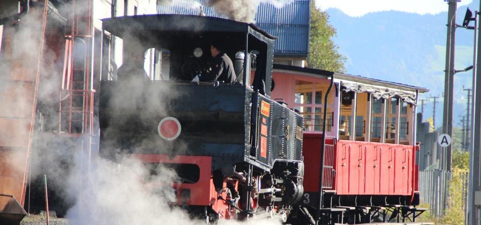 Lok Nummer 3 auf erfolgreicher Probefahrt zum Achensee. In dieser Woche wird es noch die Bremsprobe geben.