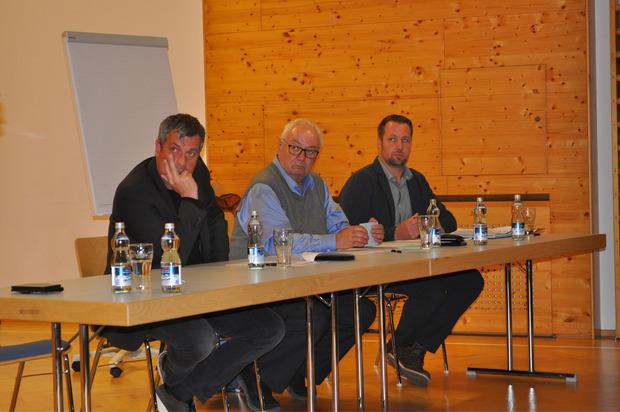 Betretene Gesichter bei BM Martin Hohenegg (Ehrwald), BM Paul Mascher (Biberwier) und Vize-BM Thomas Koch aus Lermoos (v.l.).