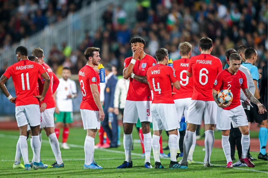 Zweimal wurde das Spiel wegen rassistischen Äußerungen der bulgarischen Zuschauer unterbrochen.