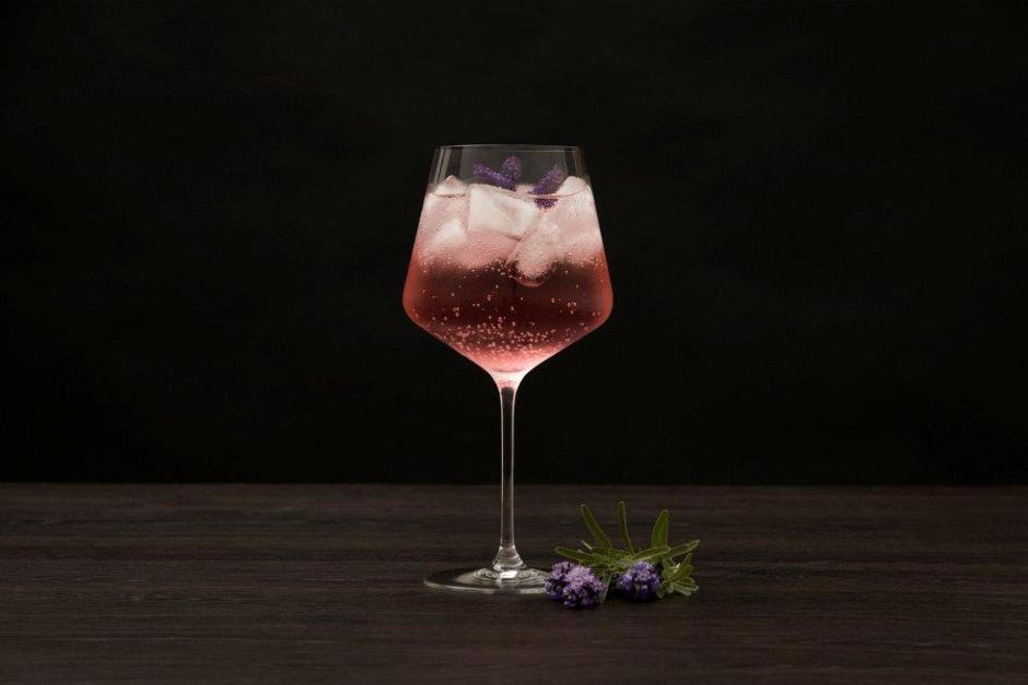 Auf den Genuss nicht verzichten, sehr wohl aber auf den Alkohol: Alkoholfreie Spirits sind im Kommen.