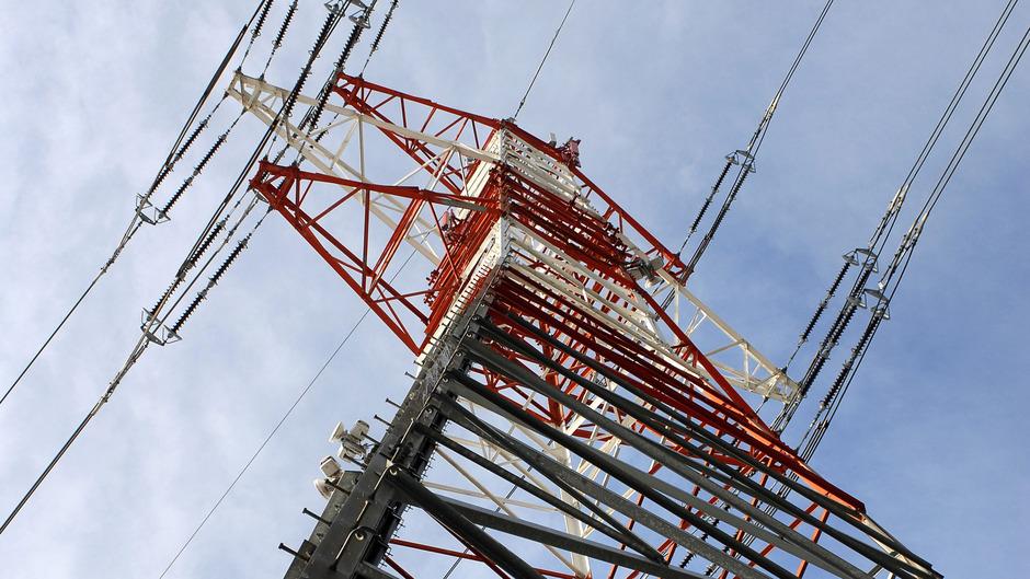 Derzeit gibt es keine Stromverbindung zwischen Nordtirol und Italien. Die neue Verbindung über den Reschen knüpft an der 380kV-Leitung Westtirol-Pradella an. Die Kabel bis zur Grenze verlaufen im Boden.