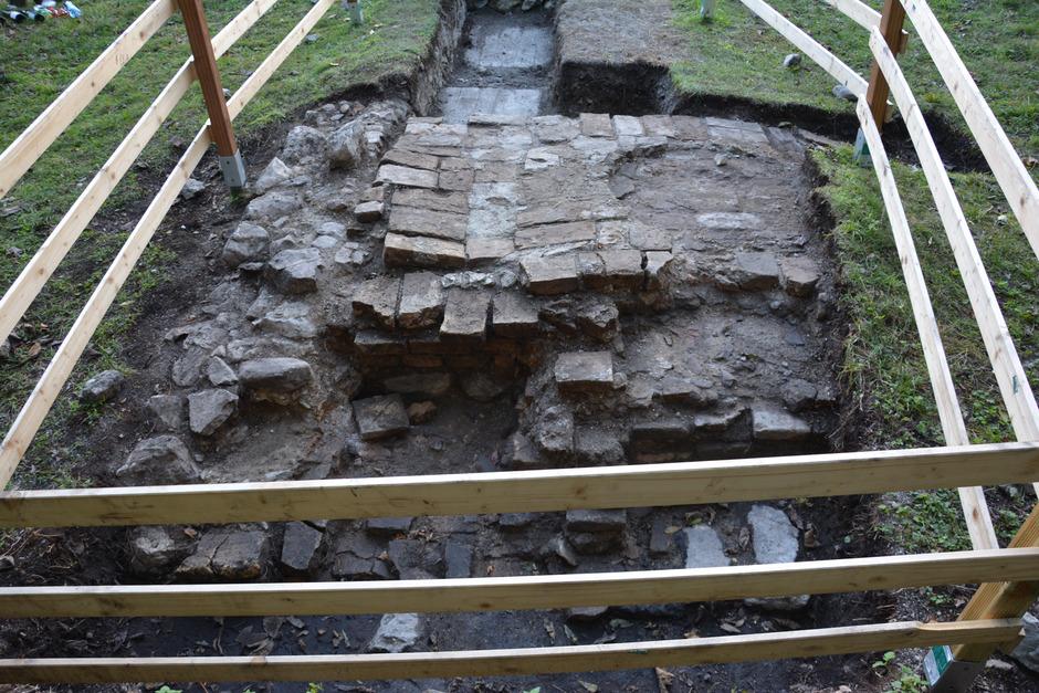 Beim jüngsten Fund unweit der Thaurer Burg handle es sich um eine Badstube aus der Zeit Maximilians, ist sich der Verein Chronos sicher.