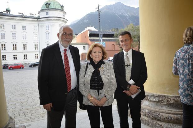 Professor Peter Fritsch und seine Frau Esther (Israel. Kultusgemeinde) mit Vizerektor Peter Loidl (r.).